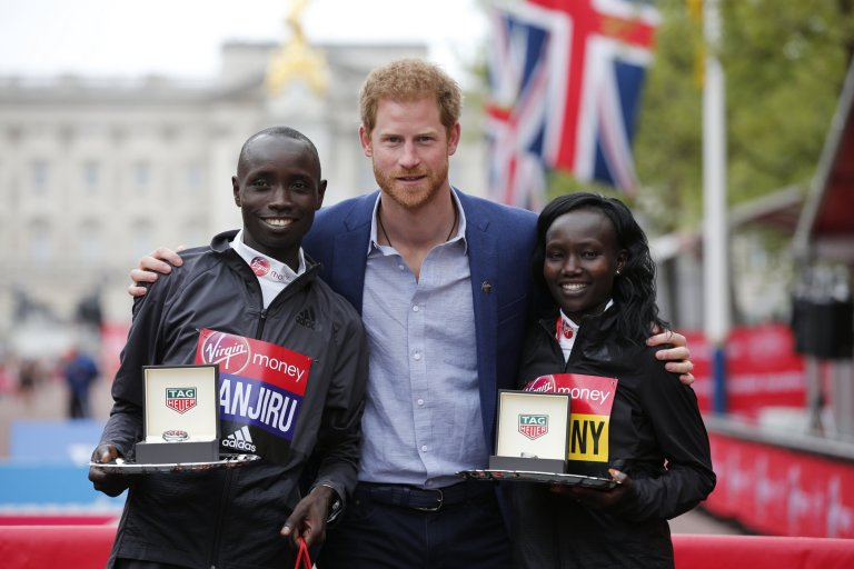 Britain Athletics - London Marathon - London - 23/4/17 Prince Harry poses with the winner of the men's elite race Kenya's Daniel Wanjiru and the winner of the women's elite race Kenya's Mary Jepkosgei Keitany Action Images via Reuters / Matthew Childs Livepic