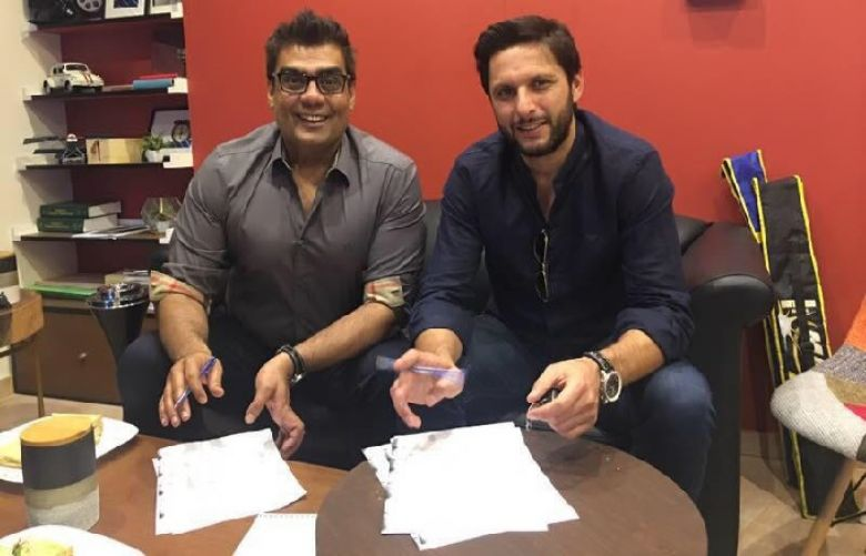 afridi-joins-karachi-kings