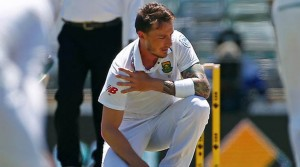 Cricket - Australia v South Africa - First Test cricket match - WACA Ground, Perth, Australia - 4/11/16. South Africa's Dale Steyn reacts after injuring himself at the WACA Ground in Perth. REUTERS/David Gray