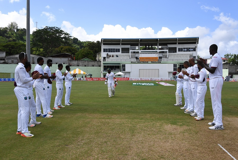Members of the West Indies team form a guard of honour for captain Misbah-ul-Haq of Pakistan who is playing his final test match, during the second days of play of the 3rd and final test match at the Windsor Park Stadium in Roseau, Dominica on May 11, 2017. The series is level with one match all. / AFP PHOTO / MARK RALSTON