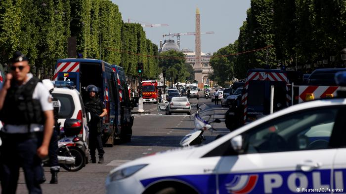 Champs-Elysees attack 1