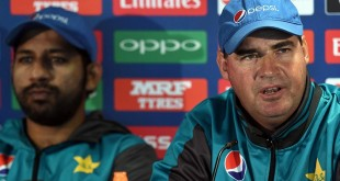Pakistan coach Mickey Arthur (R) and captain Sarfraz Ahmed attend  a press conference at Edgbaston cricket ground in Birmingham on June 3, 2017, ahead of the ICC Champions Trophy cricket match between Pakistan and India. / AFP PHOTO / Paul ELLIS / RESTRICTED TO EDITORIAL USE
