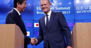 Japan's Prime Minister Shinzo Abe shakes hands with European Council President Donald Tusk at the end of a EU-JAPAN summit in Brussels, Belgium July 6, 2017.  REUTERS/Yves Herman