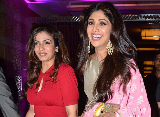 Common mistake of raveena and shilpas life asian news raveena tandon with shilpa shetty thecheapjerseys Images