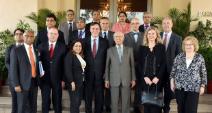 ADVISER TO PRIME MINISTER ON FOREIGN AFFAIRS, SARTAJ AZIZ IN A GROUP PHOTO WITH MEMBERS OF EUROPEAN PARLIAMENT IN ISLAMABAD ON APRIL 18, 2017.