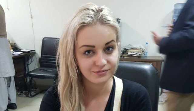 Czech woman held at Lahore airport for smuggling heroin