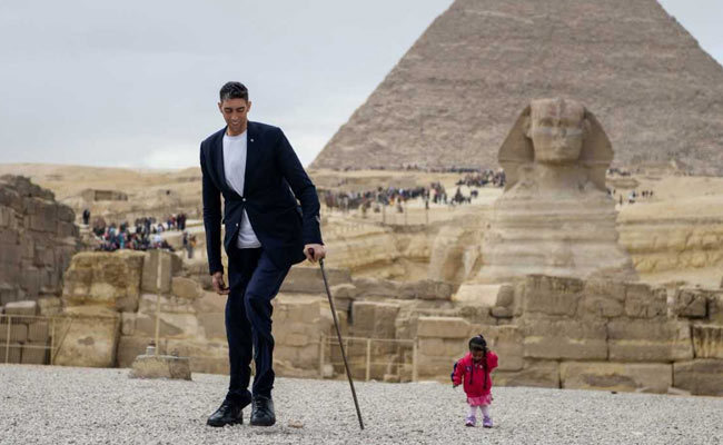 World's shortest woman and tallest man meet in Egypt