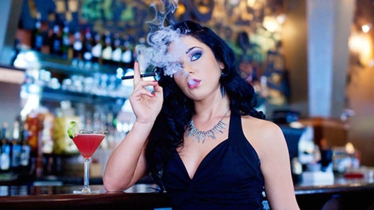 e-cigarette girl